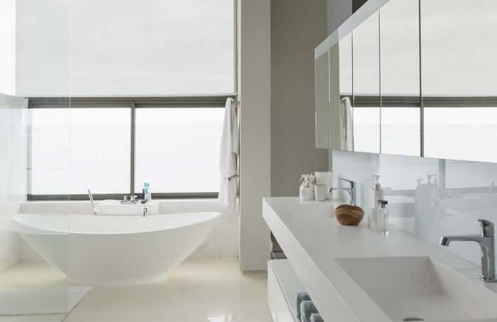 1452198499-white-bathroom-700x454